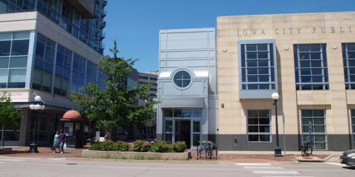 The east entrance of the Iowa City Public Library. Photo by Randy Stern. https://creativecommons.org/licenses/by/2.0/legalcode
