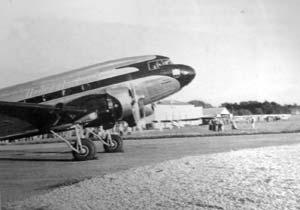 A United Airlines DC 3 starting up in Iowa City.