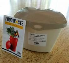 Kitchen Food Scraps Container